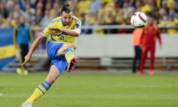 Zlatan Ibrahimovic将与PSG的谈判与令人惊叹的猛击相关联