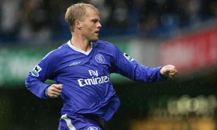 经典转移:Eidur Gudjohnsen于2000年6月加入了博尔顿流浪者的切尔西