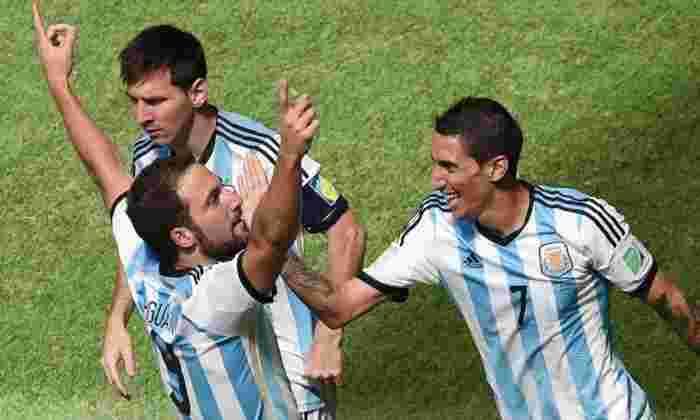 科普尔2015年:曼彻斯特联队终身目标冈萨罗·惠普确保阿根廷的所有三点 - 视频