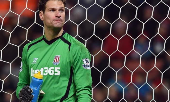 "切尔西将""结束""为Asmir Begovic的交易,声称Stoke Manager Mark Hughes"