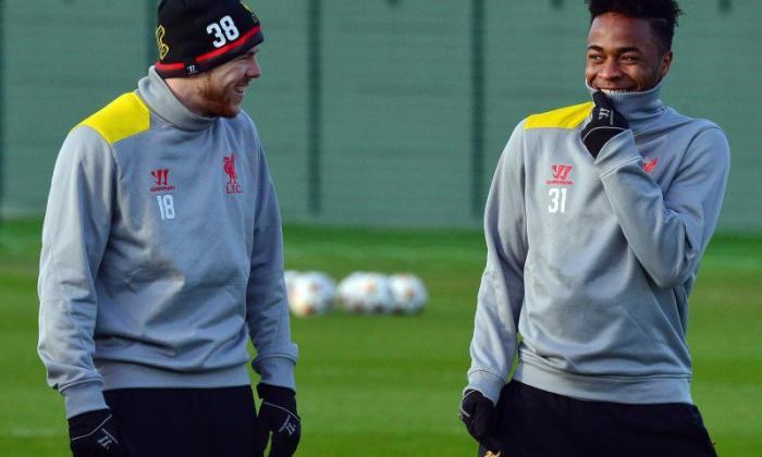 他回来了!Rahem Sterling返回利物浦训练