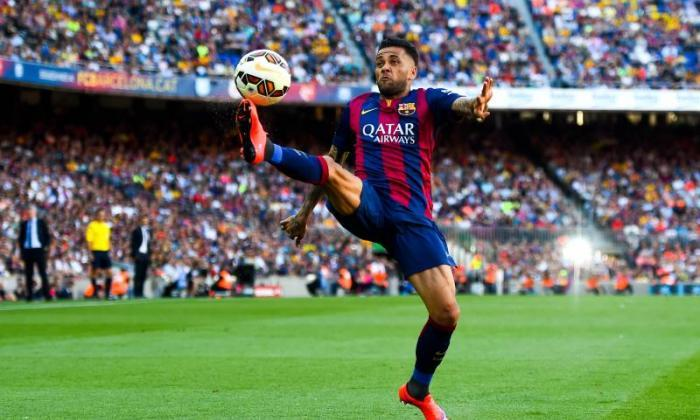 巨大的曼联汇款推动!Dani Alves将他宣布他的巴塞罗那出发
