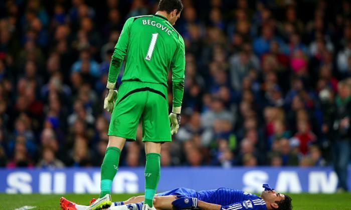 独家 -  Asmir Begovic可以由曼联的第一队足球摇曳,声称前守门员
