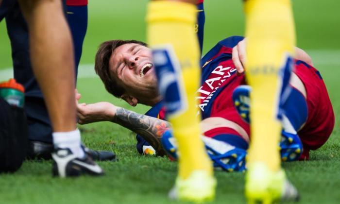 巴塞罗那超级明星莱昂内尔·梅西在损坏膝盖韧带后长达八周