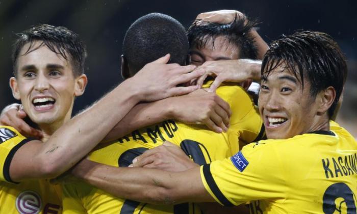 手表:Man United Starlet Adnan Januzaj声称协助作为录制Aubameyang网Borussia Dortmund Braces
