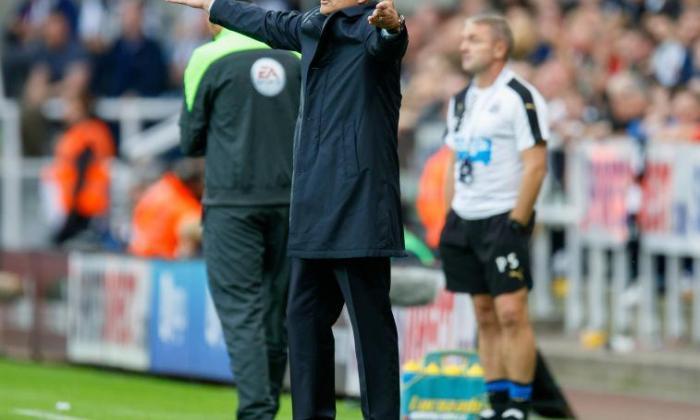 """约翰克鲁伊夫:""""争议""""切尔西经理Jose Mourinho为年轻人奠定了一个不好的例子"""