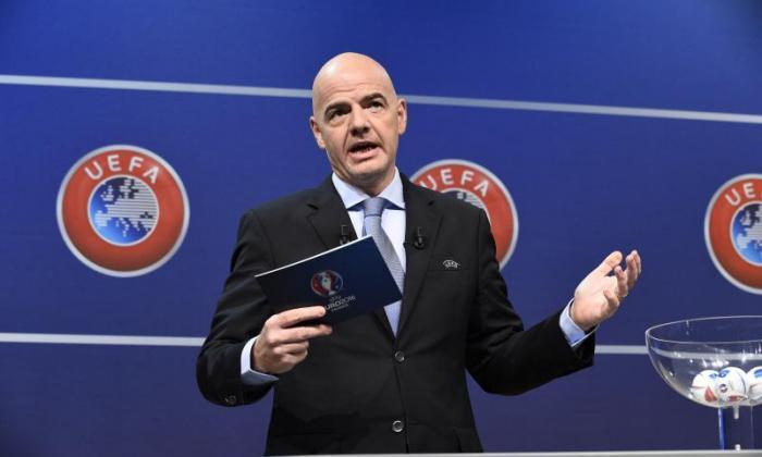 欧足联总书记吉安尼·伊迪纳代表国际足联总统
