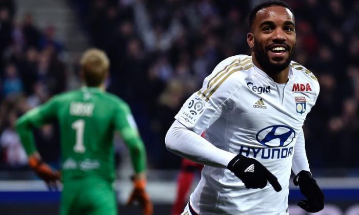 转移报告:西火腿策划俱乐部 - 需求的录制举措Lyon Striker Alexandre Lacazette