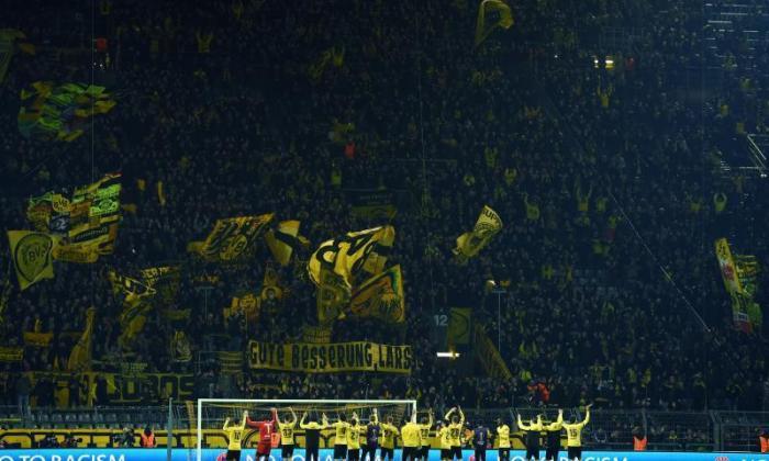 博尔斯·多特蒙德(Borussia Dortmund)由UEFA收取欧罗巴联赛前托特纳姆粉丝的治疗